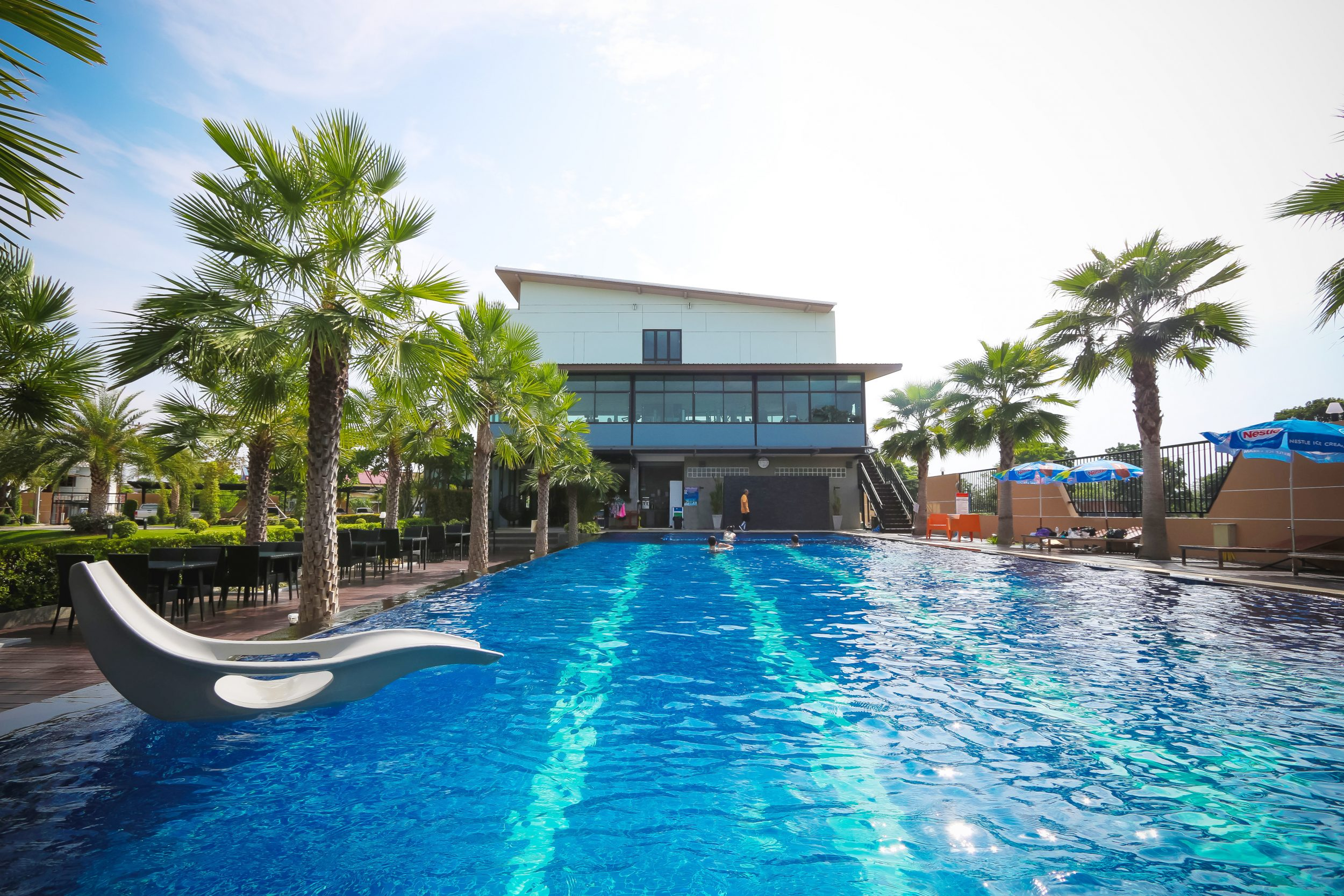 SwimmingpoolBuriram-e1495175054789